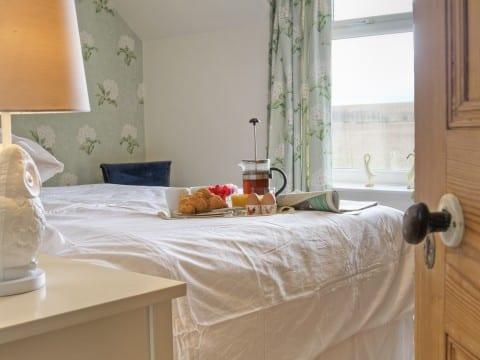 Linnet master bedroom